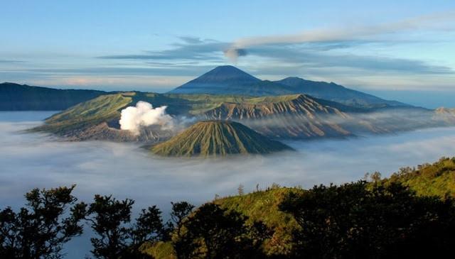 Taman nasional paling populer di indonesia