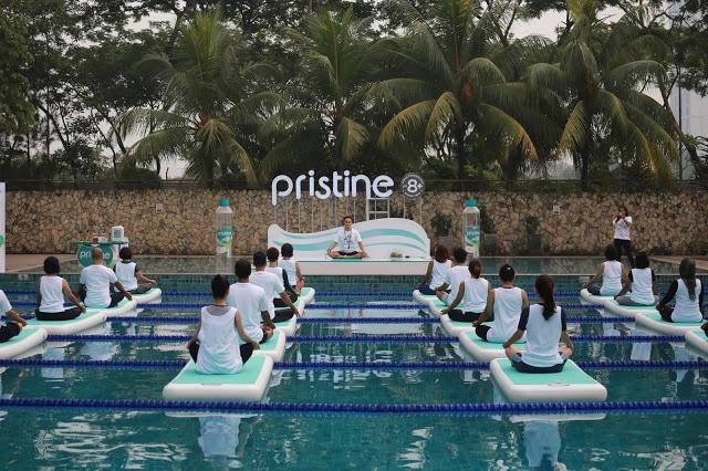 Floating yoga di atas air bersama pristine 8+